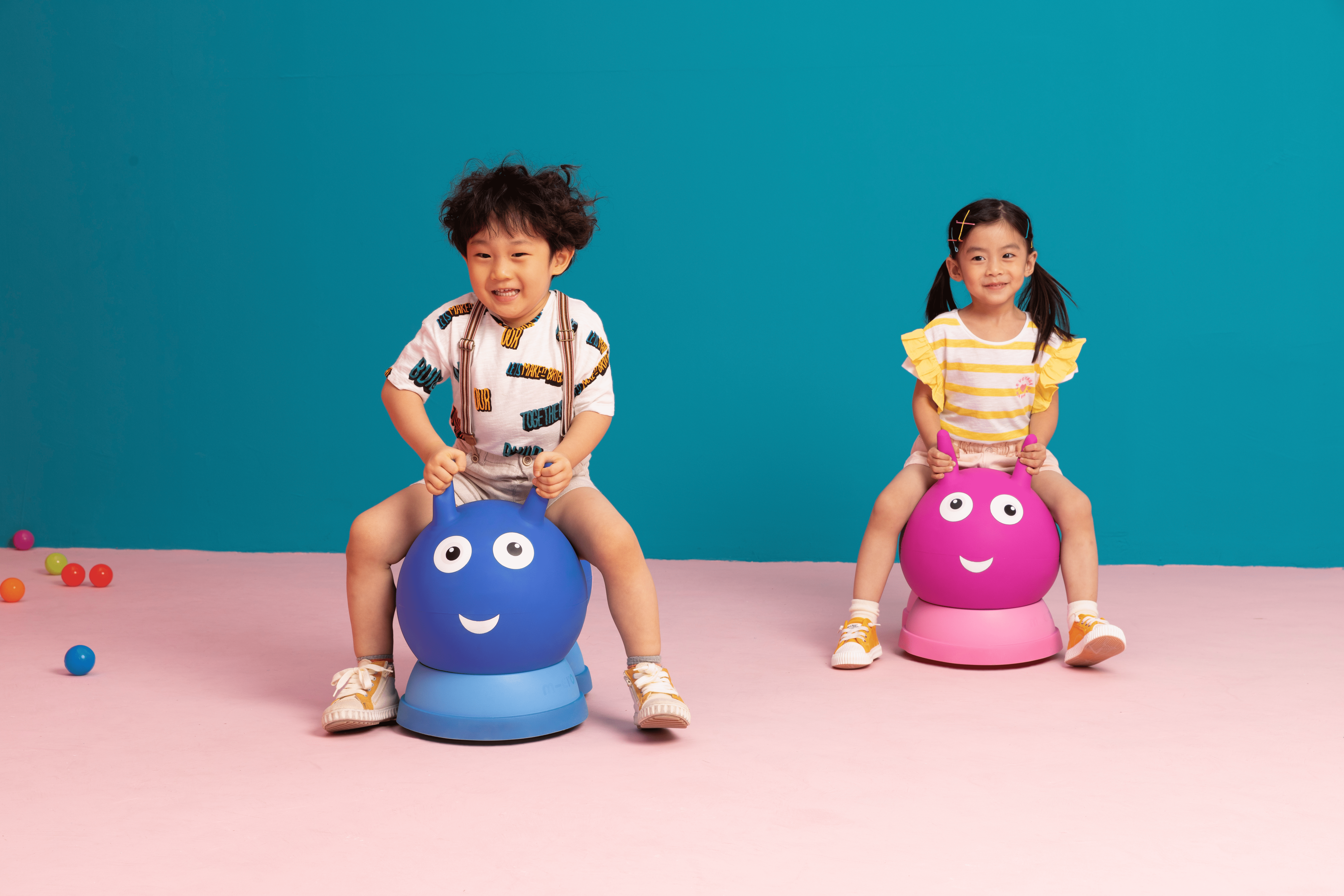 Image enfants sur Porteur Micro Air Hopper Bleu et Rose