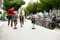 VACANCES 🧳Joyeuses vacances de la Toussaint ! 🥰 Au programme : balade à trottinette en famille !Et vous, qu'avez-vous de prévu ?#MicroMobility #WeAreMobility #Scooter #Trottinette #MicroScooter #sustainable #MiniMicroDeluxe #Vacances #Famille Toussaint